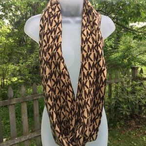 MICHAEL KORS woman's scarf